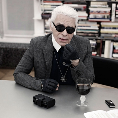 I spotted karl lagerfeld in the backstage of his show doing some pictures of the grand palais